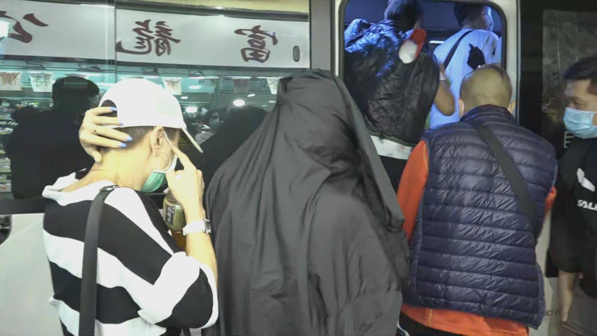警方荃灣搗破麻雀賭檔拘六十四人