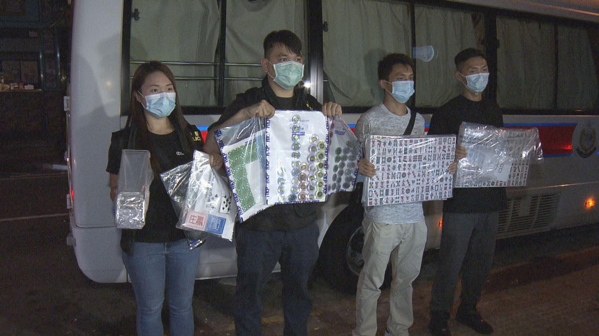警方凌晨在荃灣破獲非法賭檔 拘捕五十三人