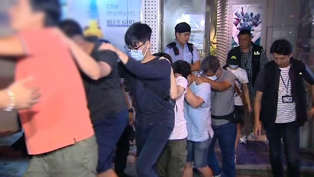警方於香港仔破獲遊戲機賭檔拘十三人