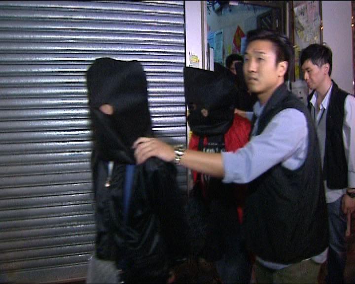 警方旺角破賭檔拘十人檢武器