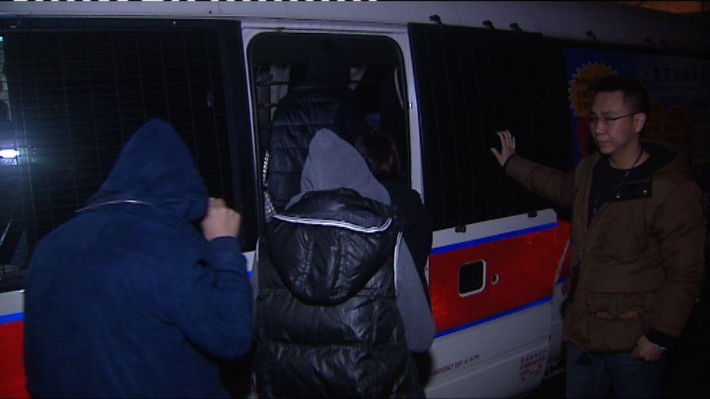 警方荃灣反罪惡拘32男女