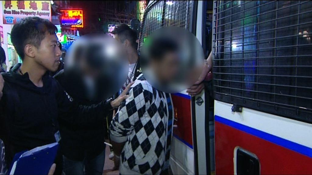 警方在油麻地破釣魚機賭檔拘13人