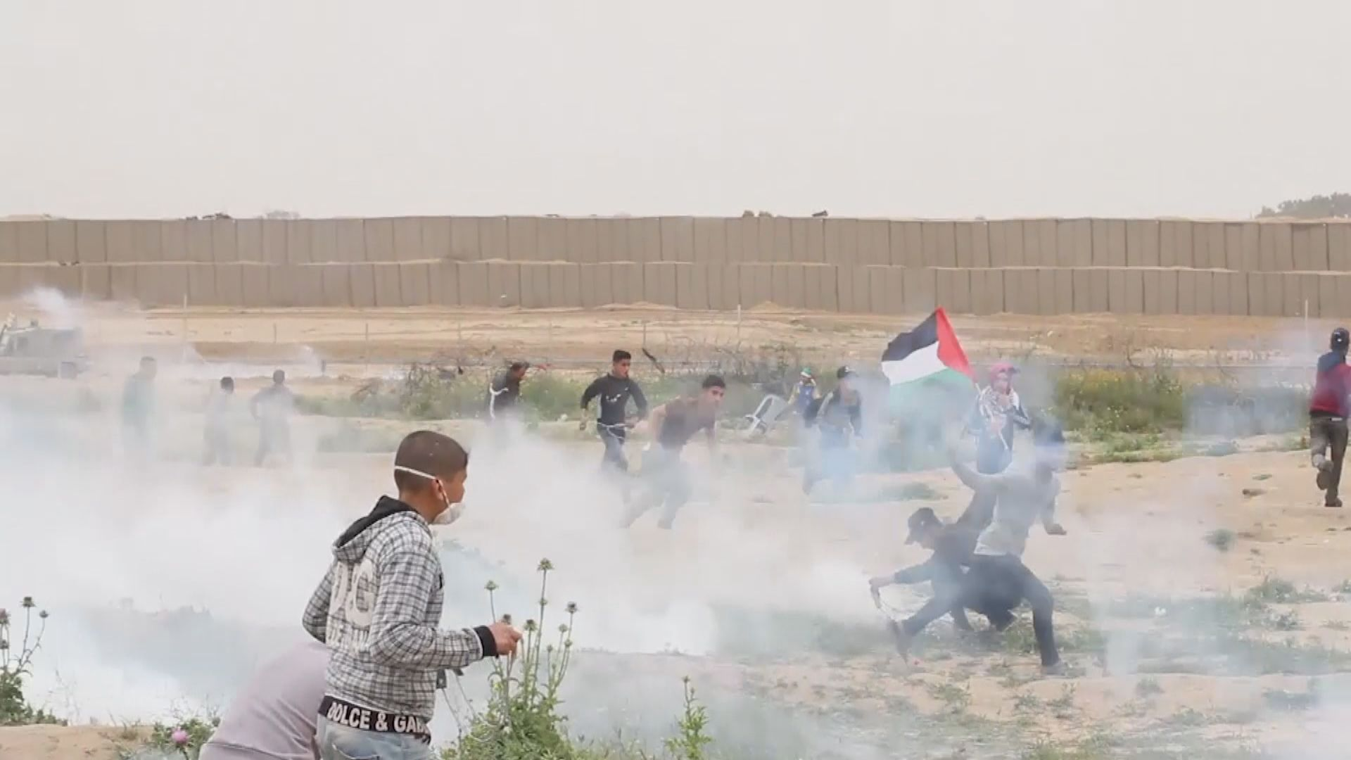 據報以軍亦用實彈及橡膠子彈驅趕示威者