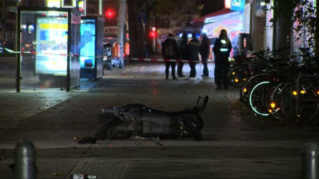 德國柏林有汽車撞向途人