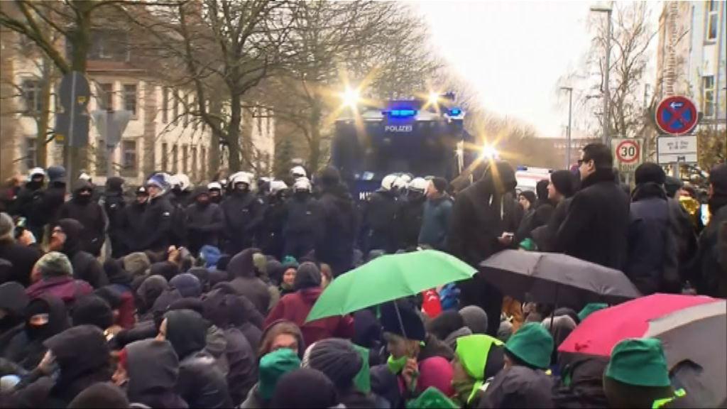 德國反極右示威者集會與警方衝突