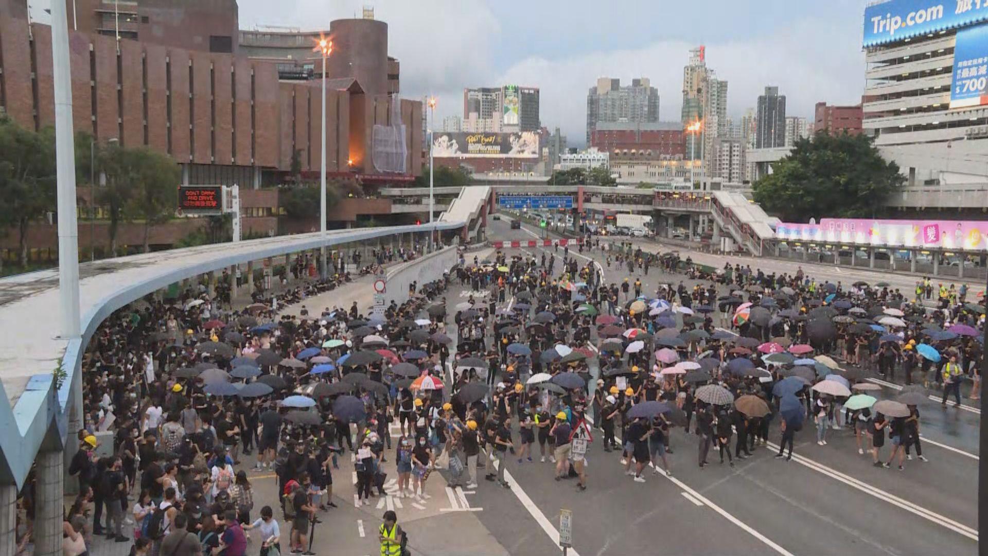 政府:示威變本加厲 籲巿民勿干擾公共交通