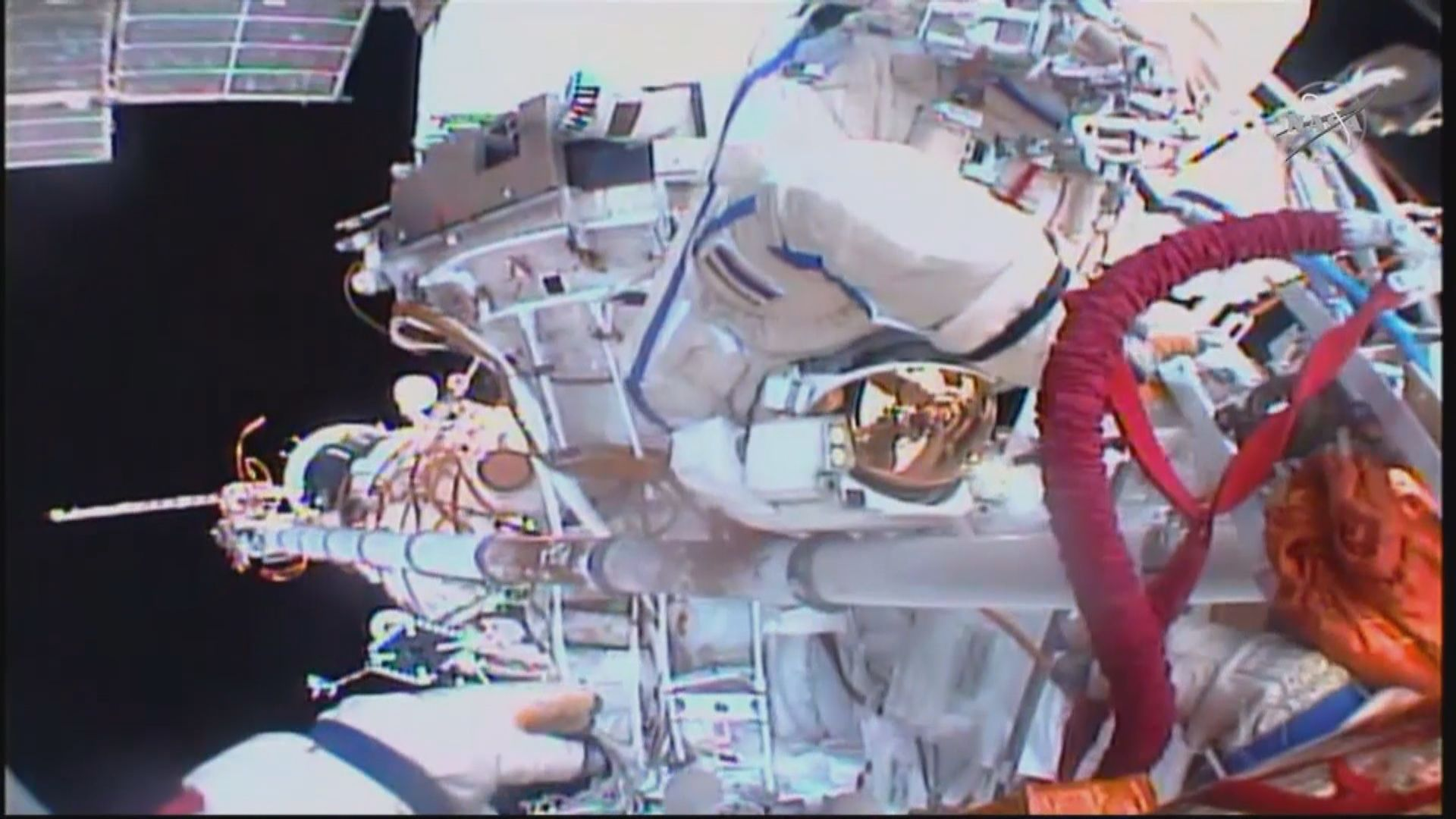 【環球薈報】太空人出艙漫步取樣調查破損原因