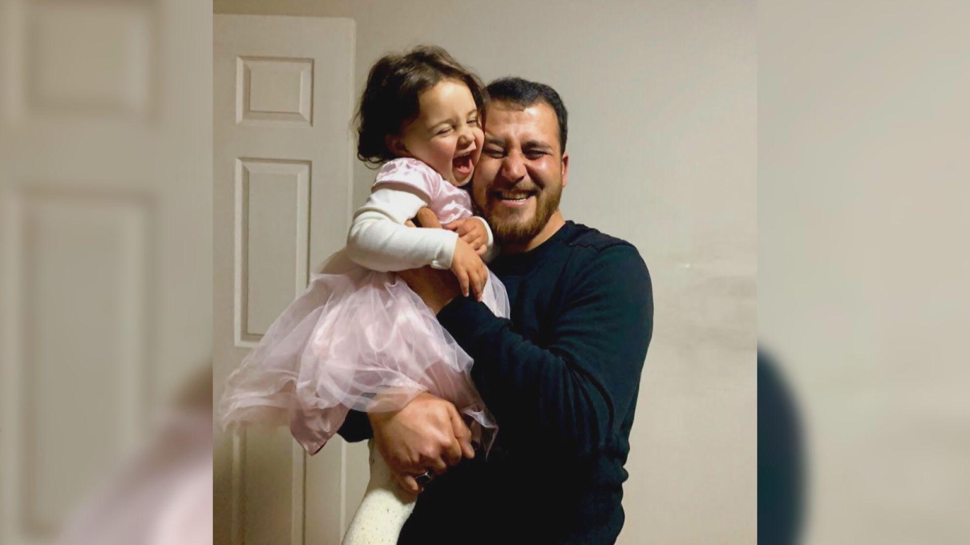 【環球薈報】笑迎炸彈聲減空襲恐懼 敘利亞三歲女童一家終獲庇護
