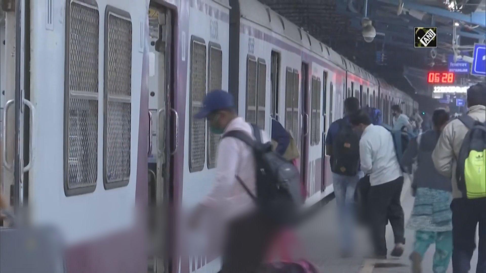 【環球薈報】孟買鐵路服務相隔十個月再准一般民眾使用