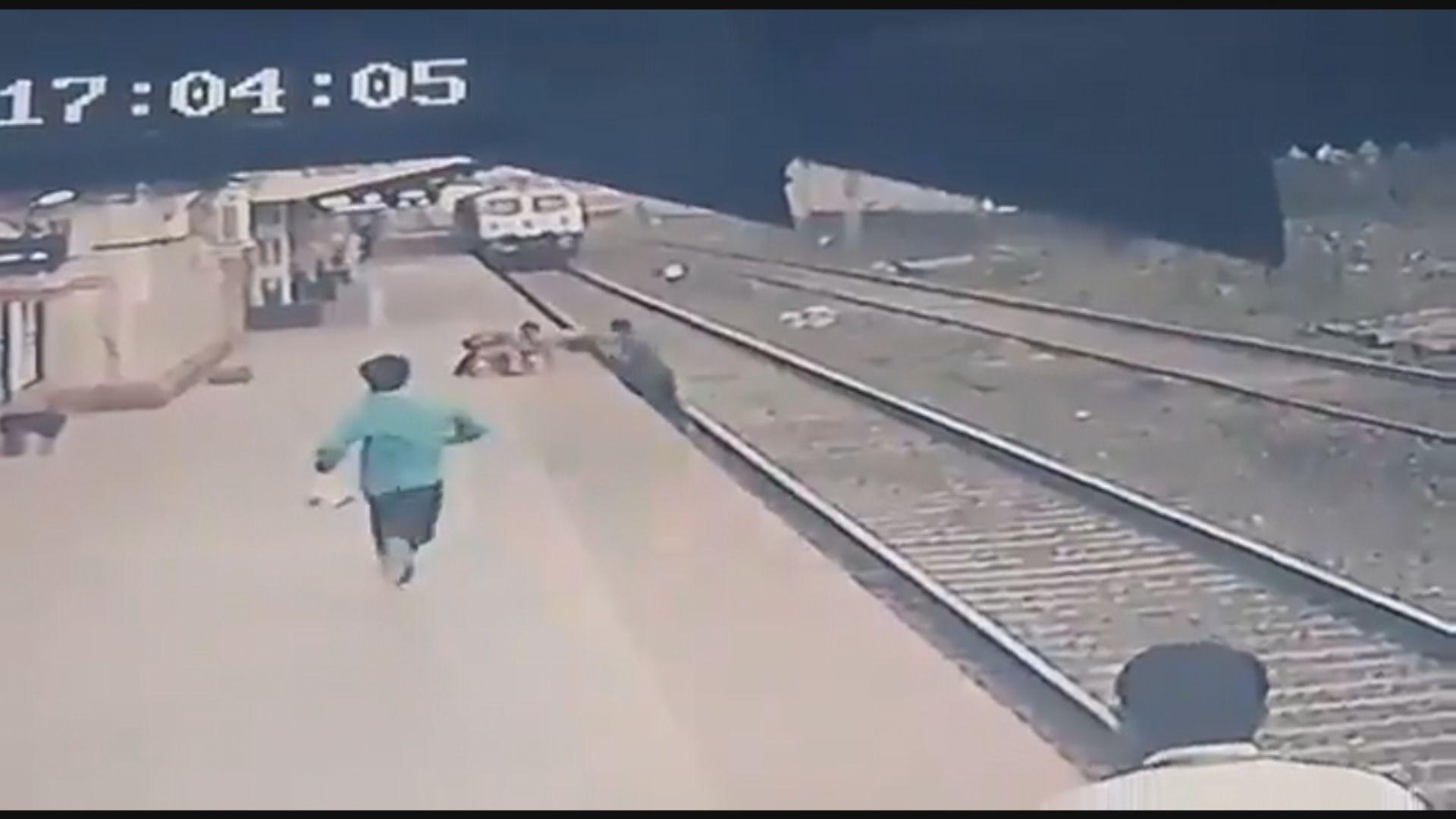 【環球薈報】印度車站工人驚險救墮軌小童獲鐵路部嘉許