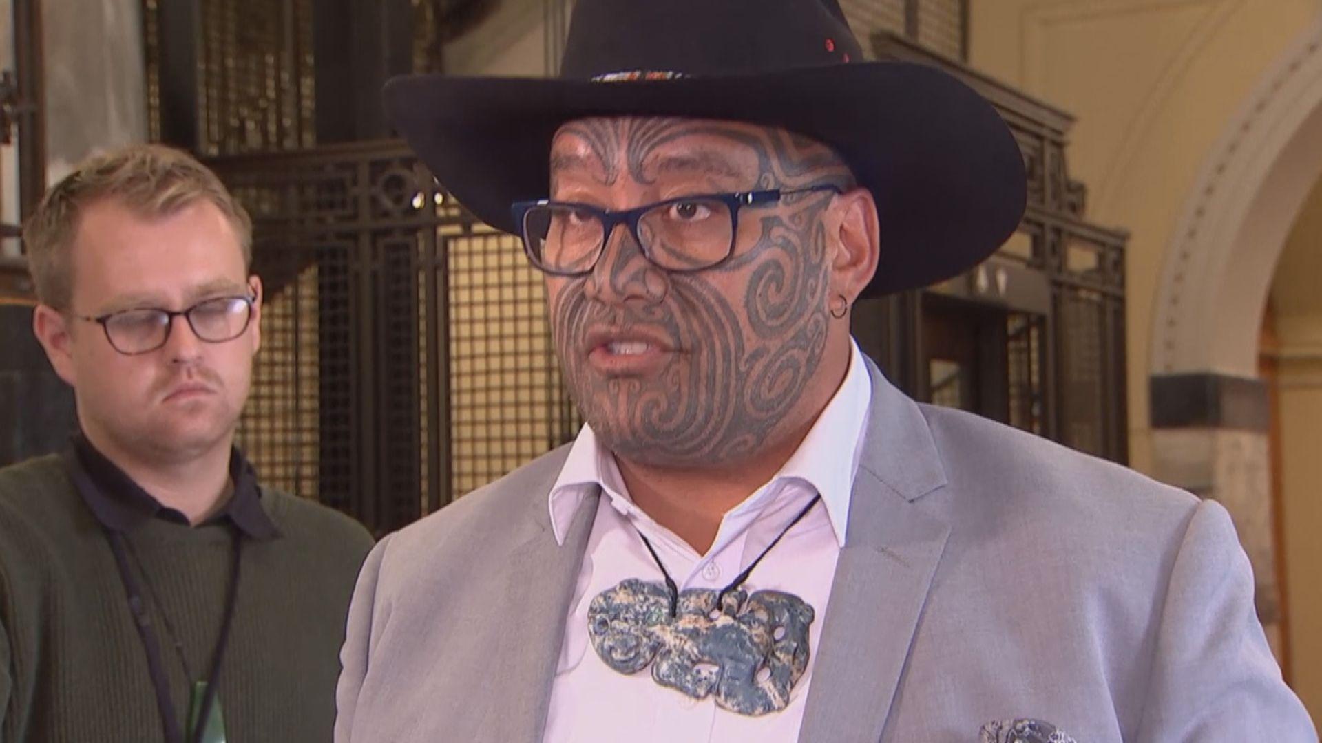 【環球薈報】毛利族議員領帶被指不符規定被逐出議事廳
