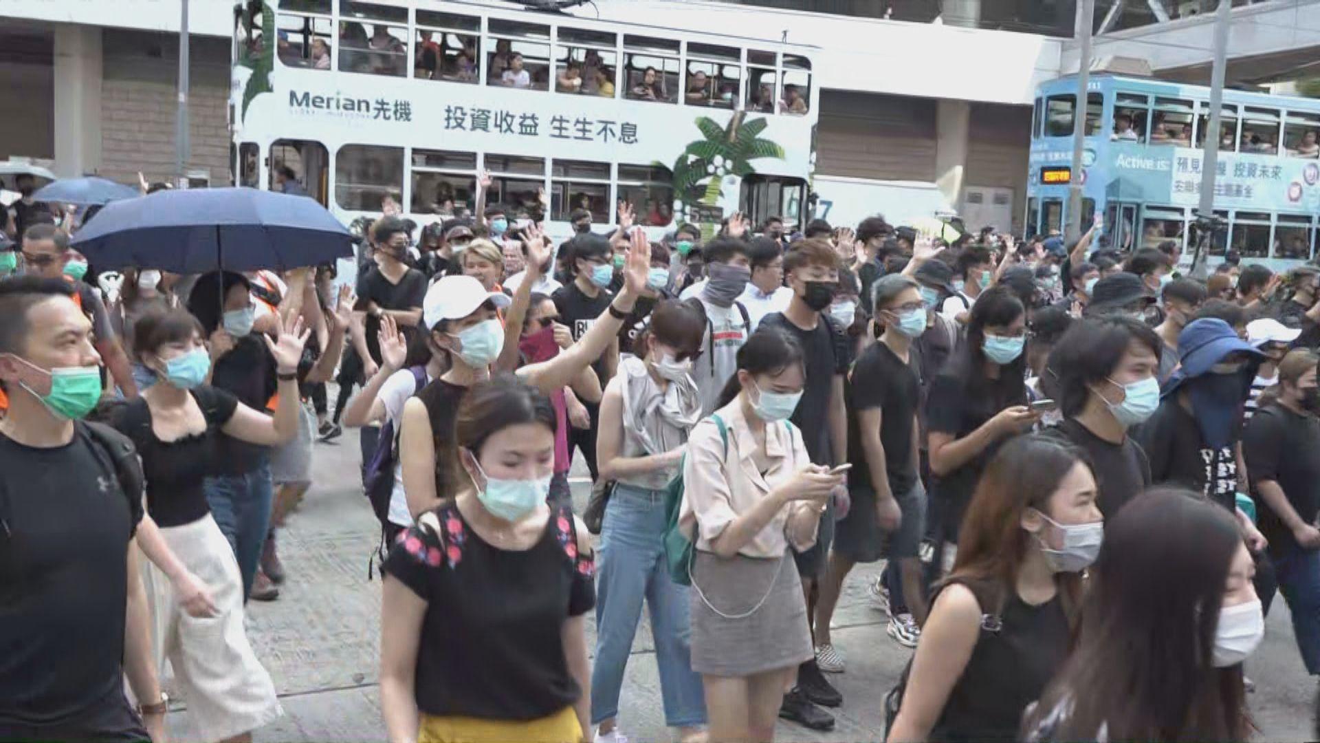 多區有巿民聚集抗議警方槍傷示威者