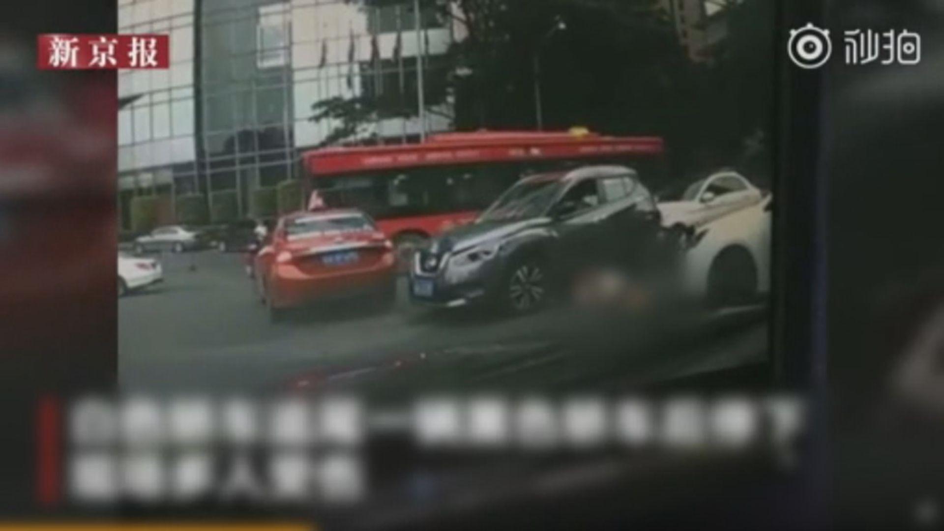 廣州車禍13人傷 傷者包括本港駐粵辦職員