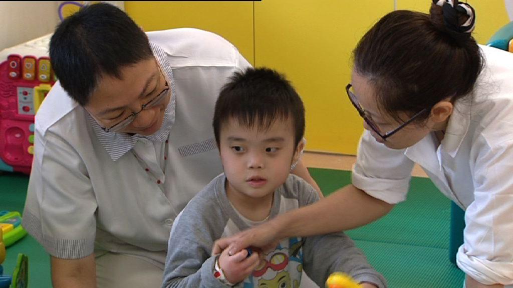 「另類母親」照顧智障兒童