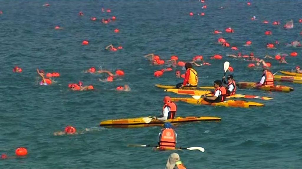 維港渡海泳 大會指有13名參賽者擦傷抽筋