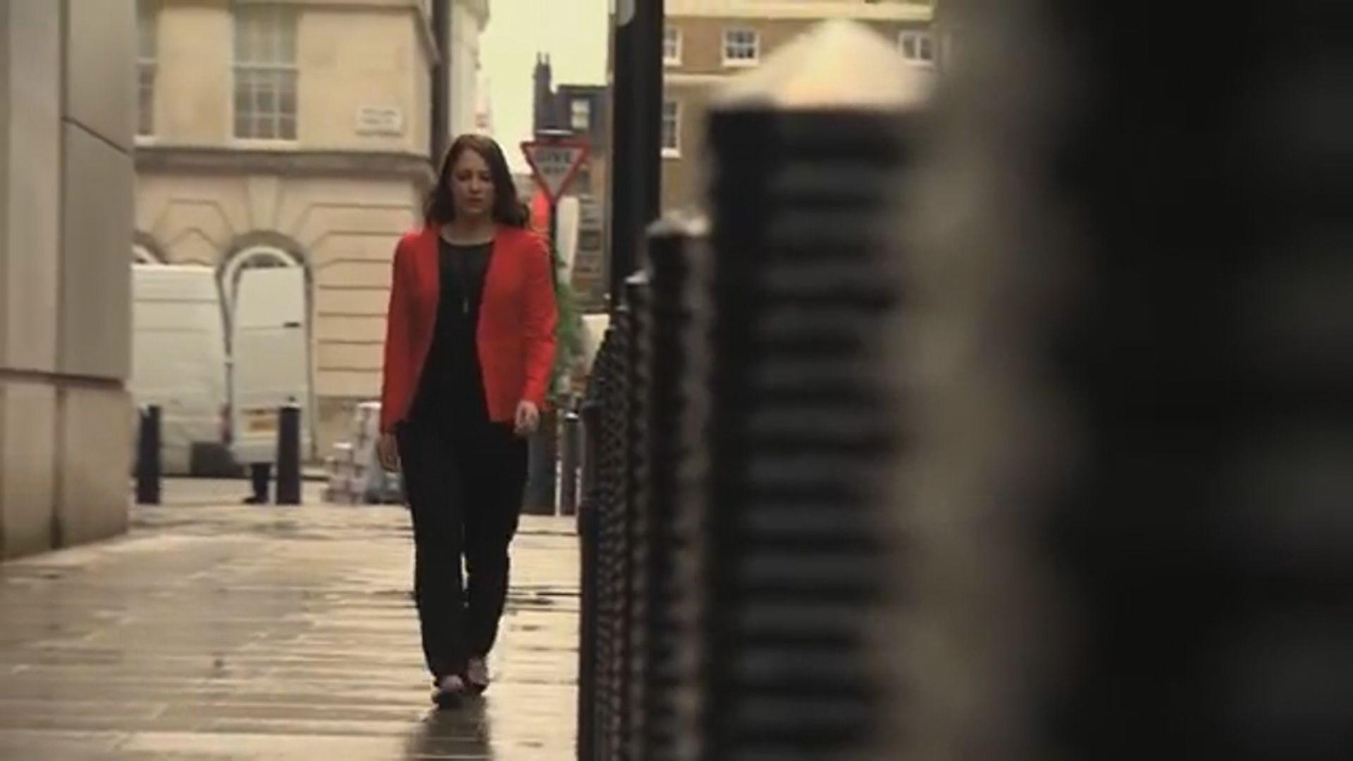 英國女子拒穿高跟鞋遭解僱發動連署