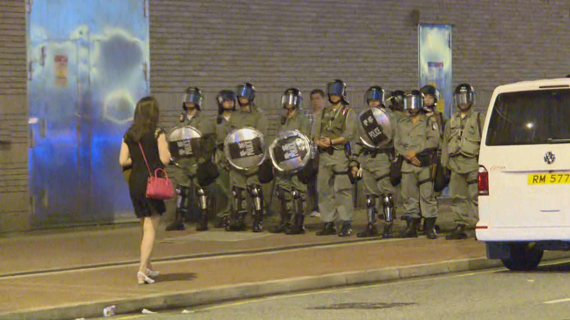 有市民紅磡聚集 警方一度藍旗警告