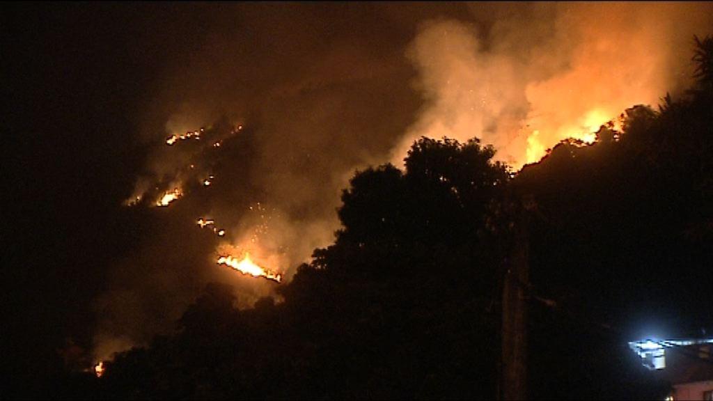小瀝源山火焚燒逾一日仍未救熄
