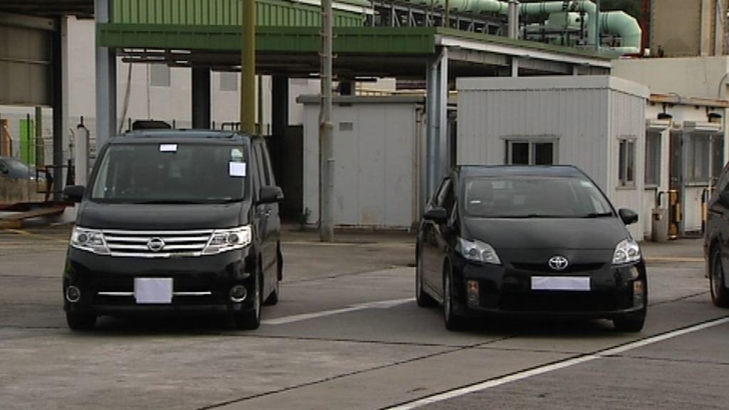 警方喬裝乘客拘4名白牌車司機