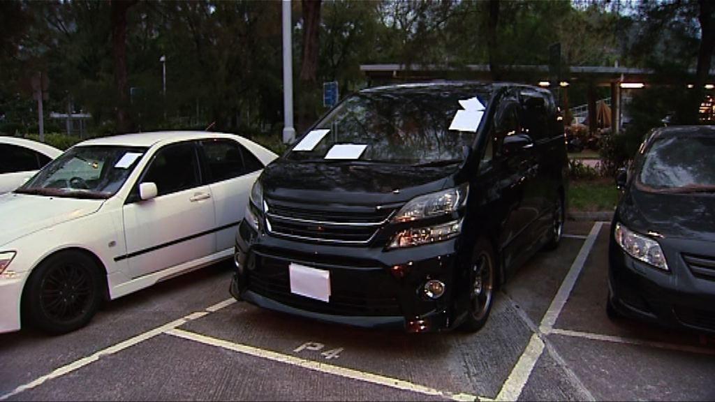 兩男子涉非法載客取酬被捕