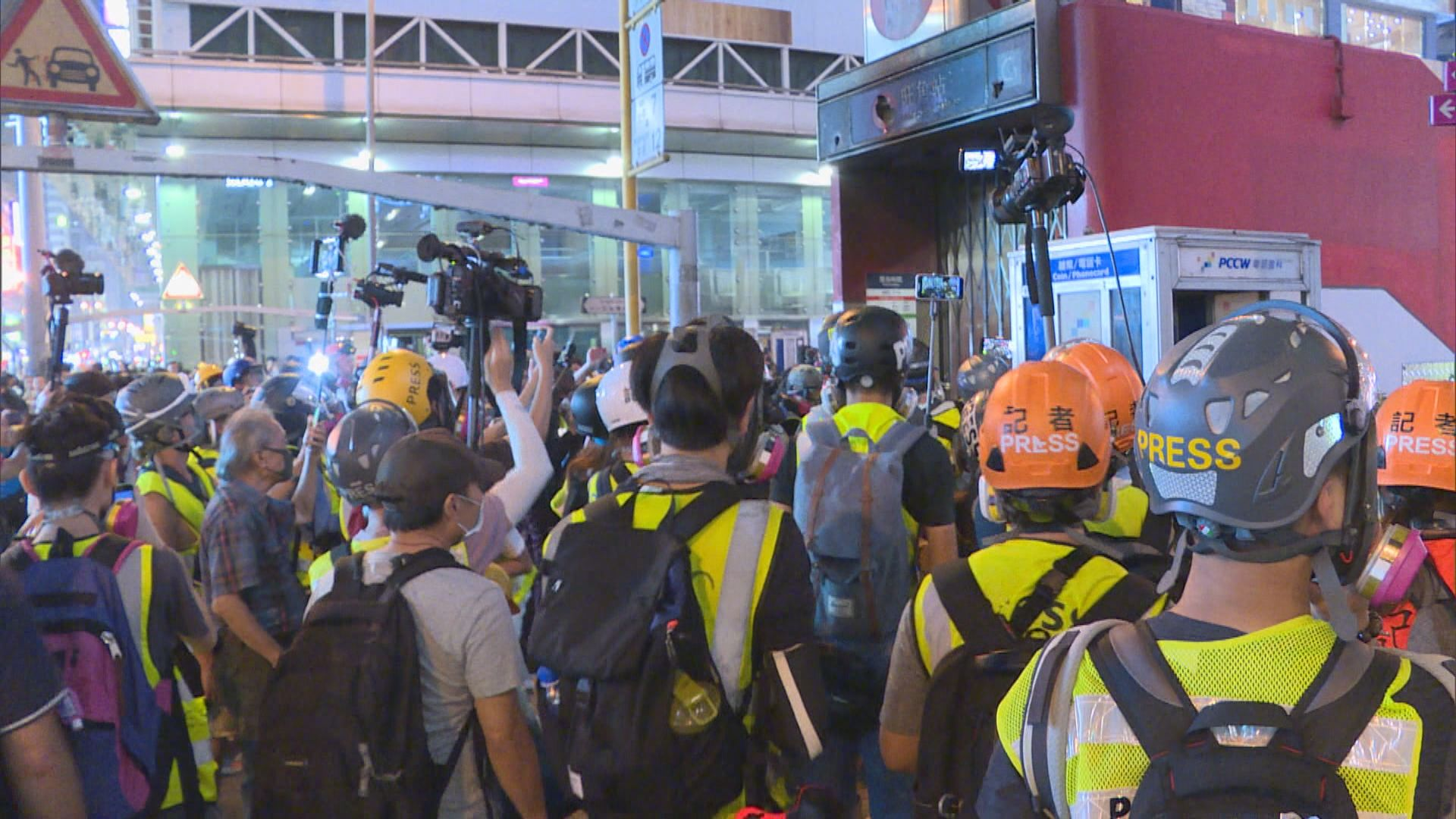 有網媒攝影記者採訪期間被捕