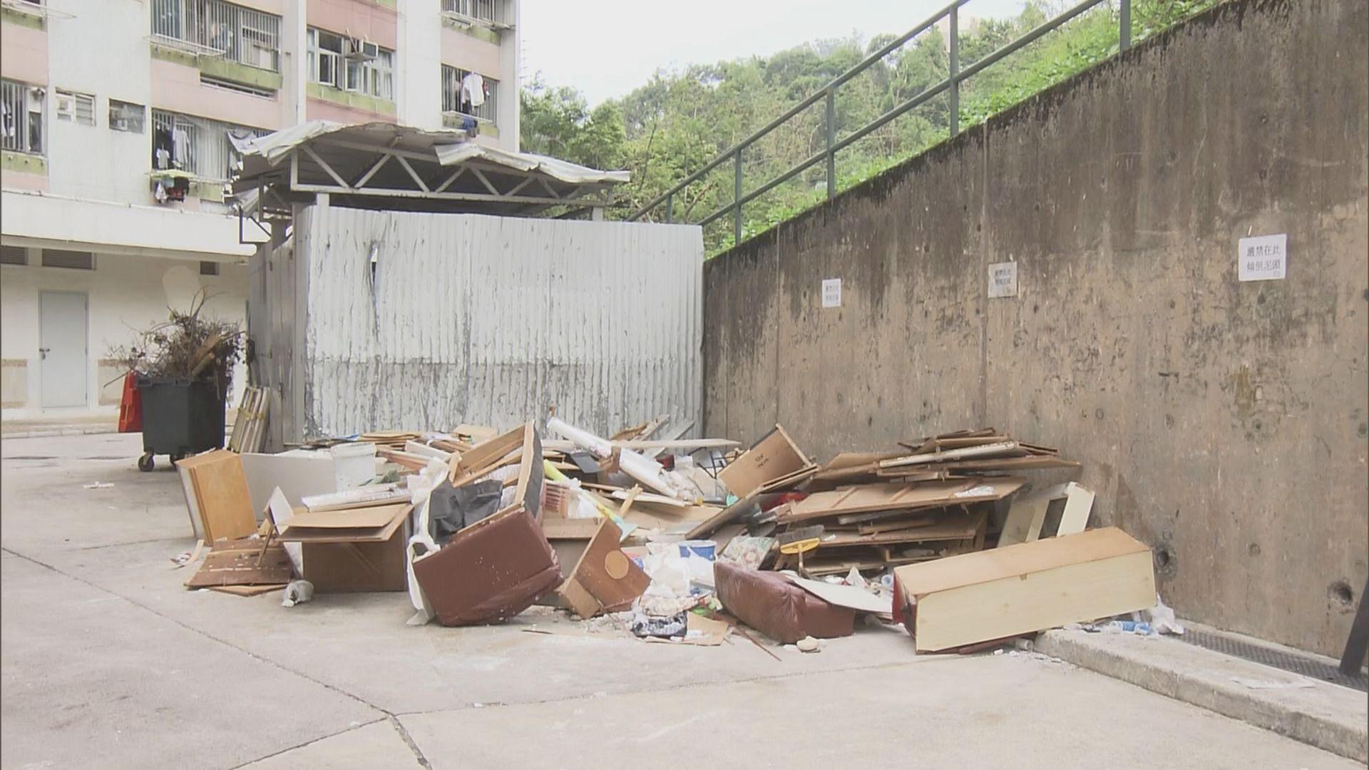 大鼠戊型肝炎患者居住的彩雲邨多處堆放垃圾