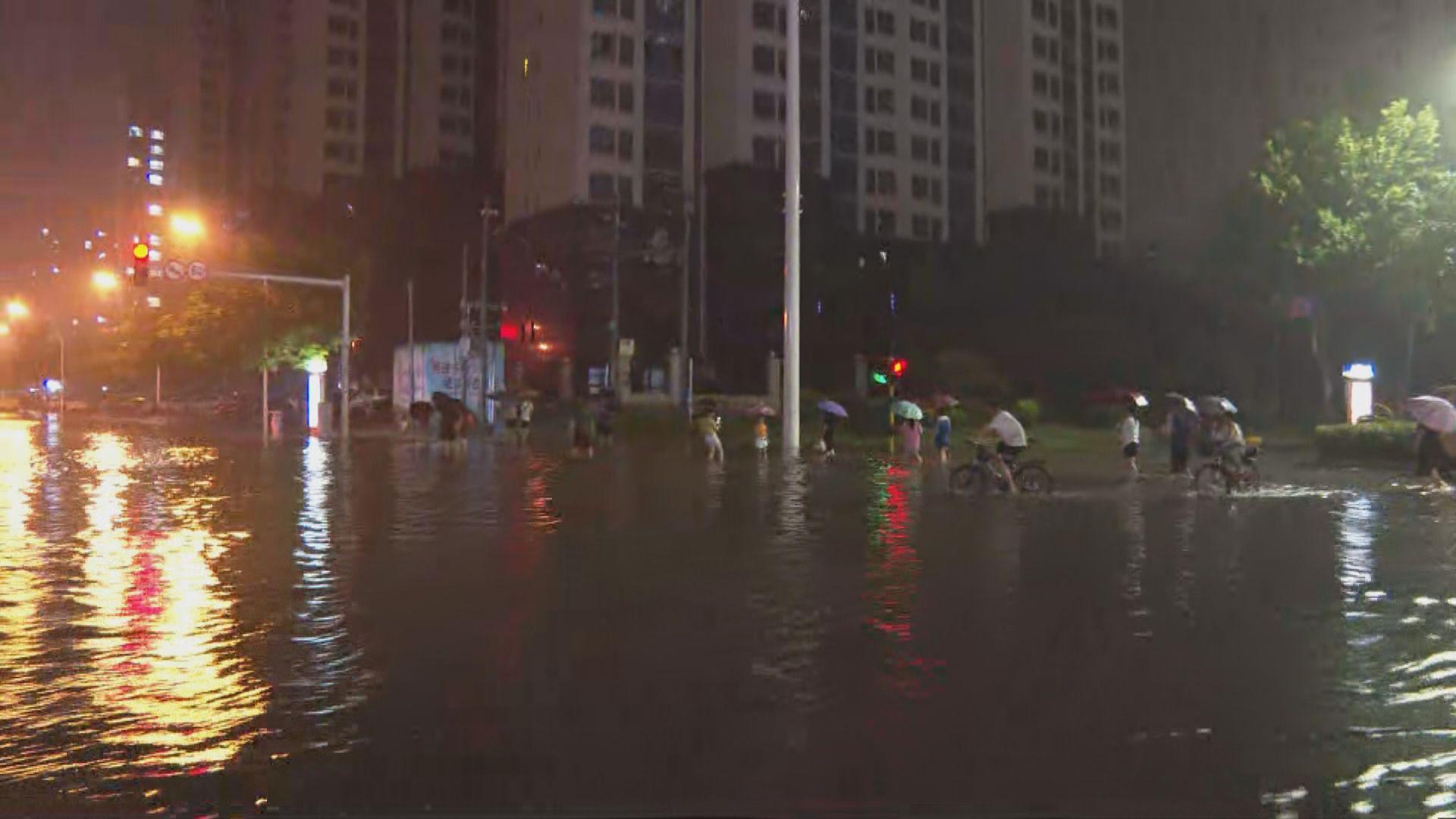 河南安陽市多處水浸 有市民與父親失聯