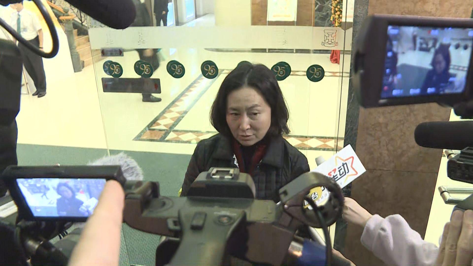 何超瓊表示何鴻燊身體無問題但需留院