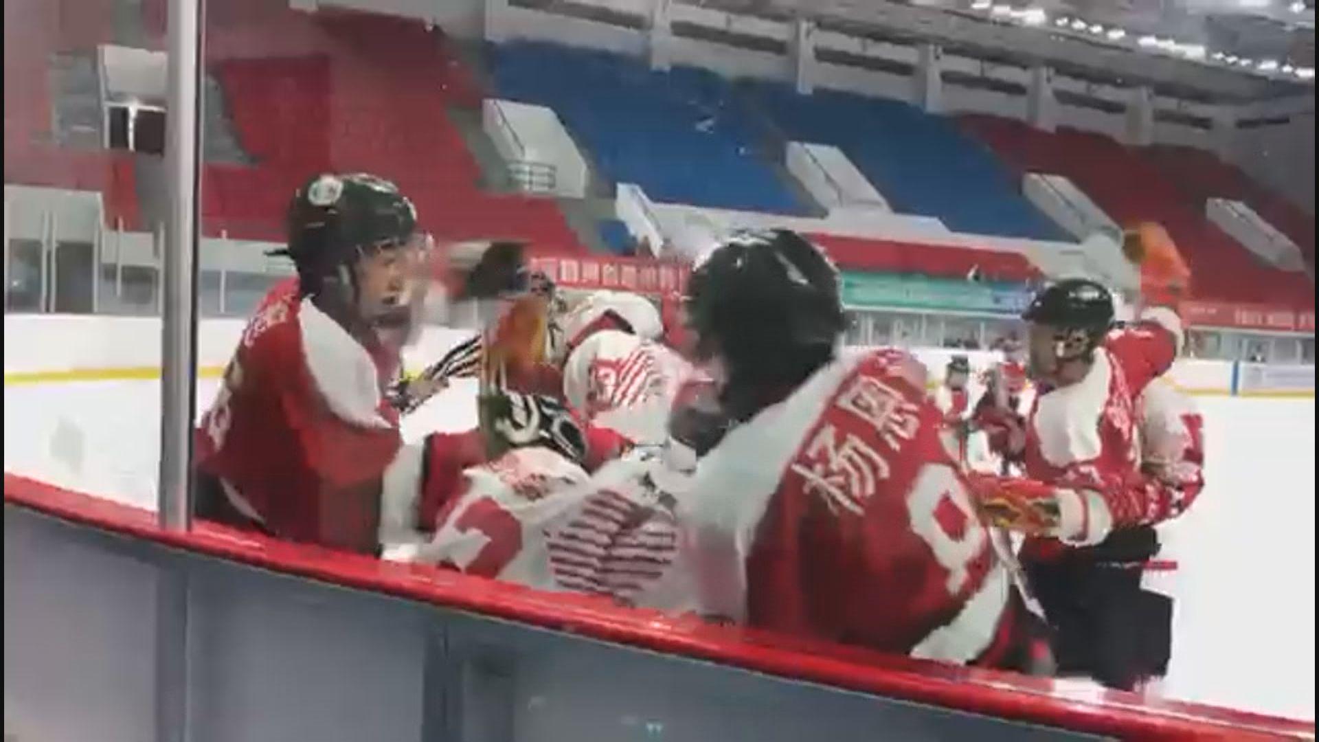 香港少年冰球隊比賽時遭追打