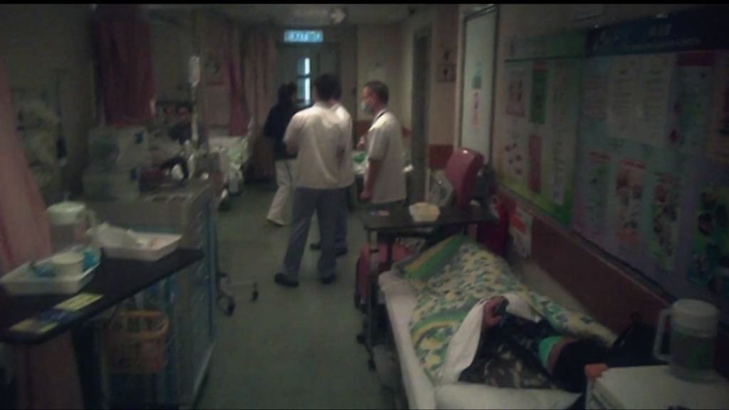 公院護士:每個病房加床三成以上