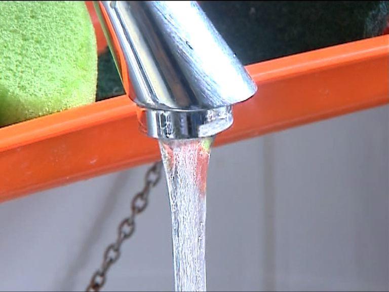 房屋署未決定如何懲處鉛水承建商