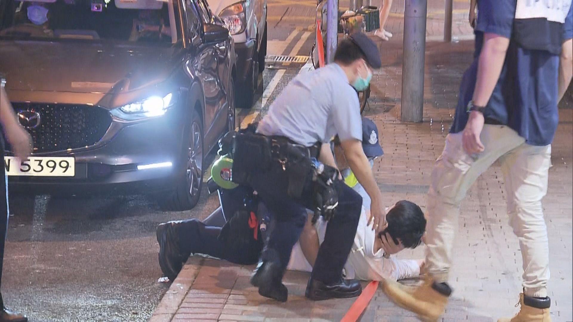 許智峯報稱被私家車跟蹤 警員到場了解