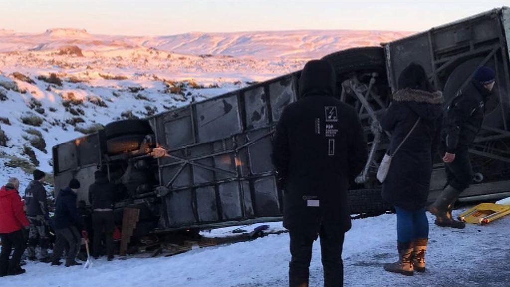 冰島旅遊巴翻側有人死傷
