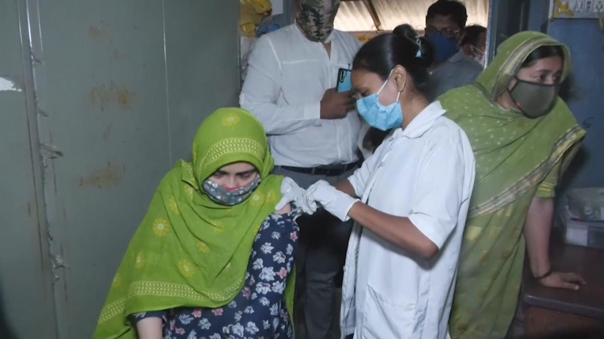 印度孟買數千人疑被接種「鹽水疫苗」