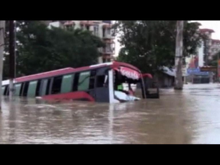 印度東部暴雨成災160人亡