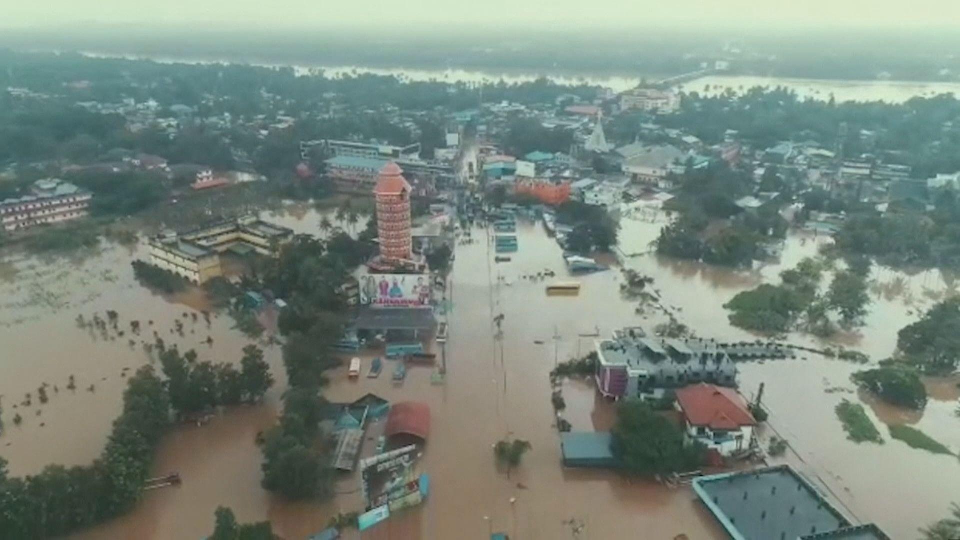 印度南部嚴重洪災逾320死 總理視察災情