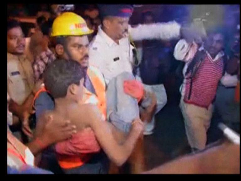 印度古舊民宅倒塌12人亡
