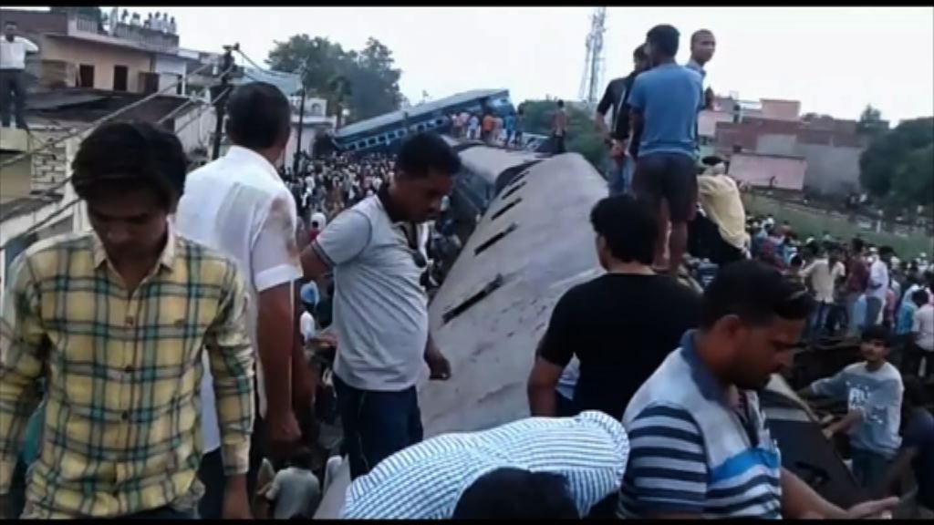 印度北方邦火車出軌逾百死傷
