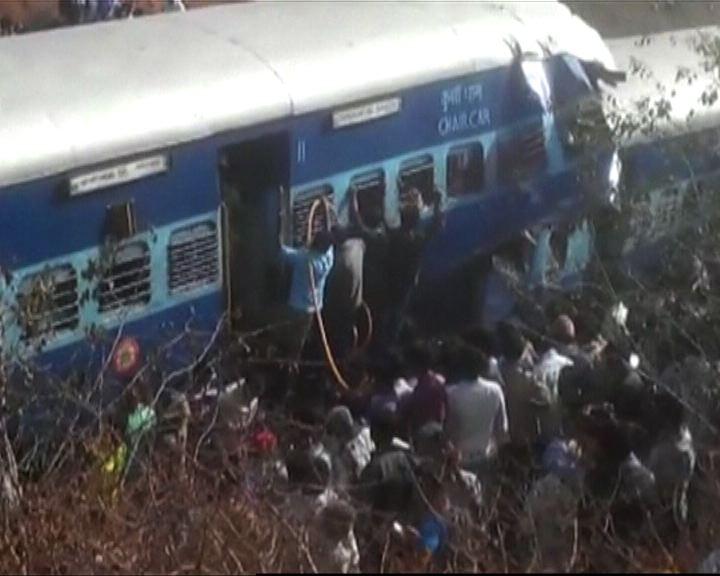 印度南部火車出軌十死逾百人傷