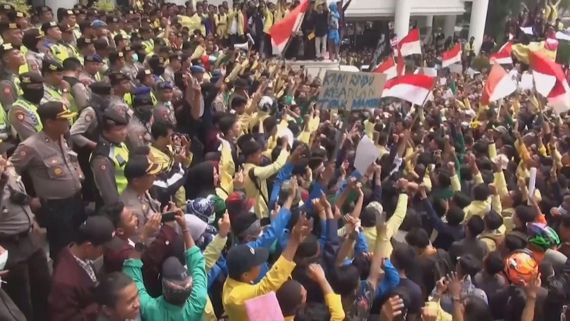 印尼連日示威爆發衝突 逾三百人傷