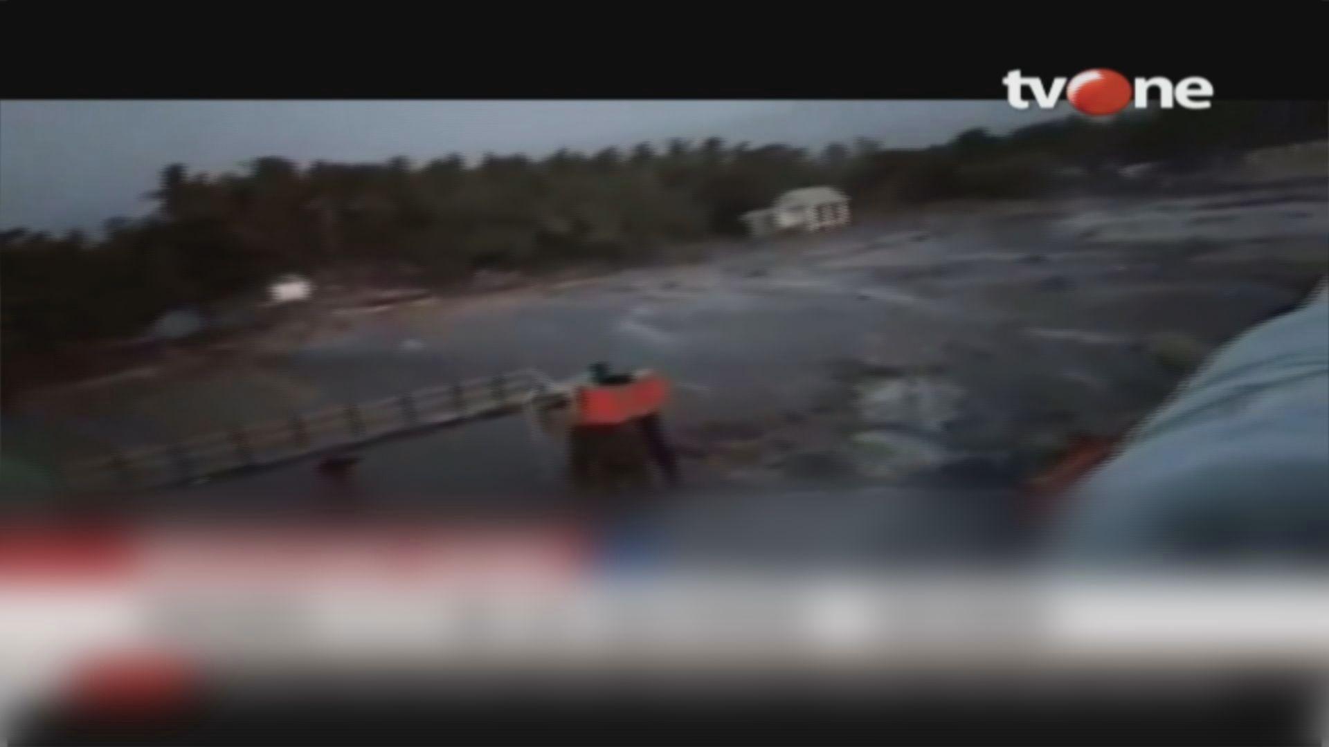 印尼地震引發海嘯侵襲沿岸村落
