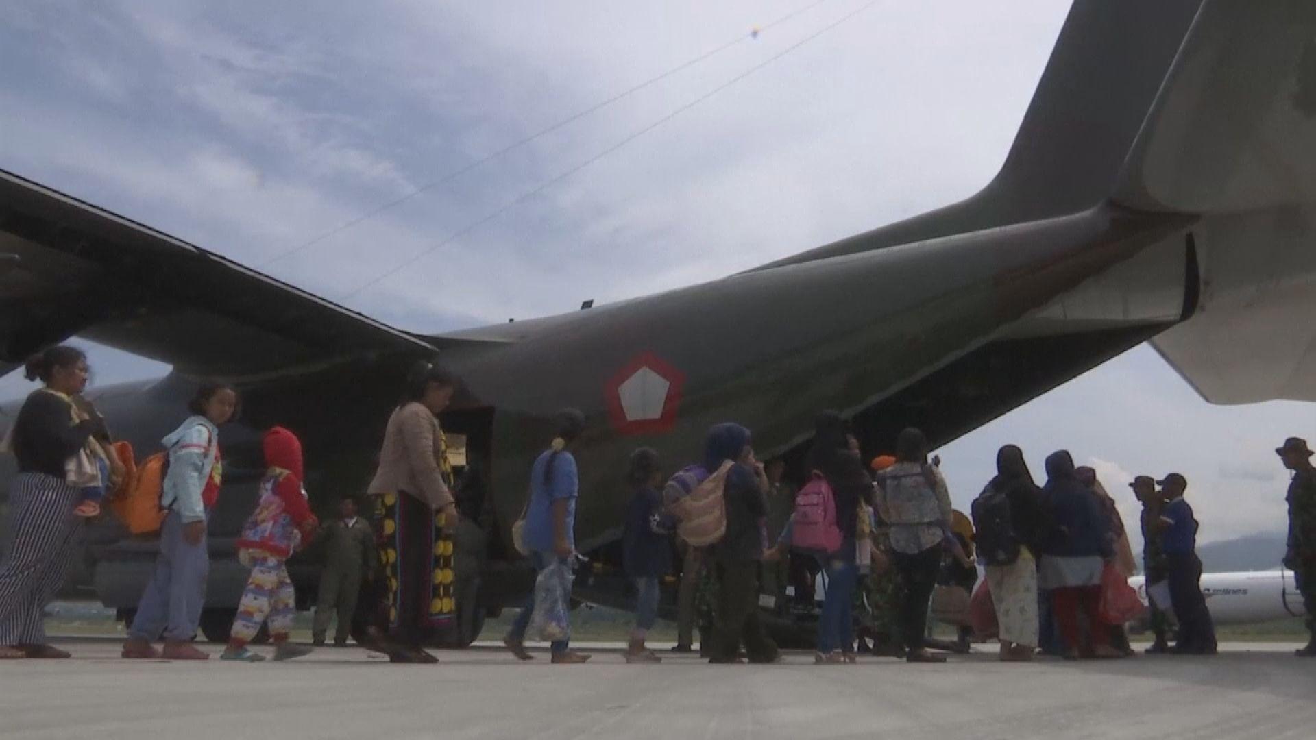 印尼加緊撤走災民和分發救援物資