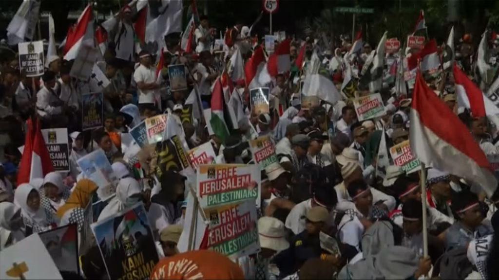 大批印尼民眾於美國使館外示威