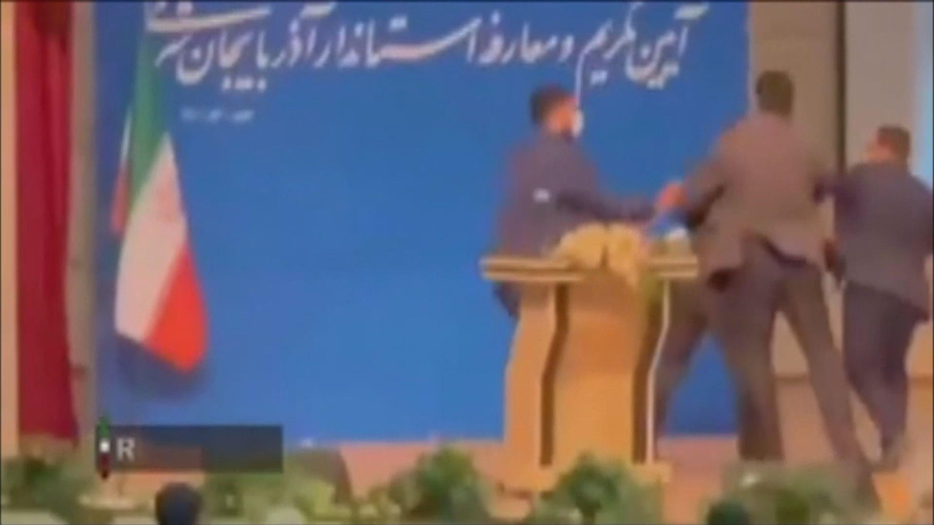 伊朗地方首長出席就職禮時遭人掌摑
