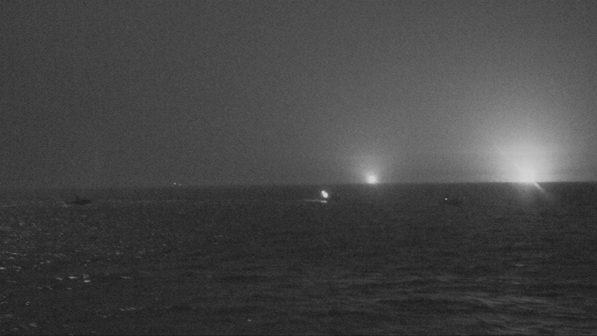伊朗船艦高速駛近美軍巡邏艦 美方開火警告