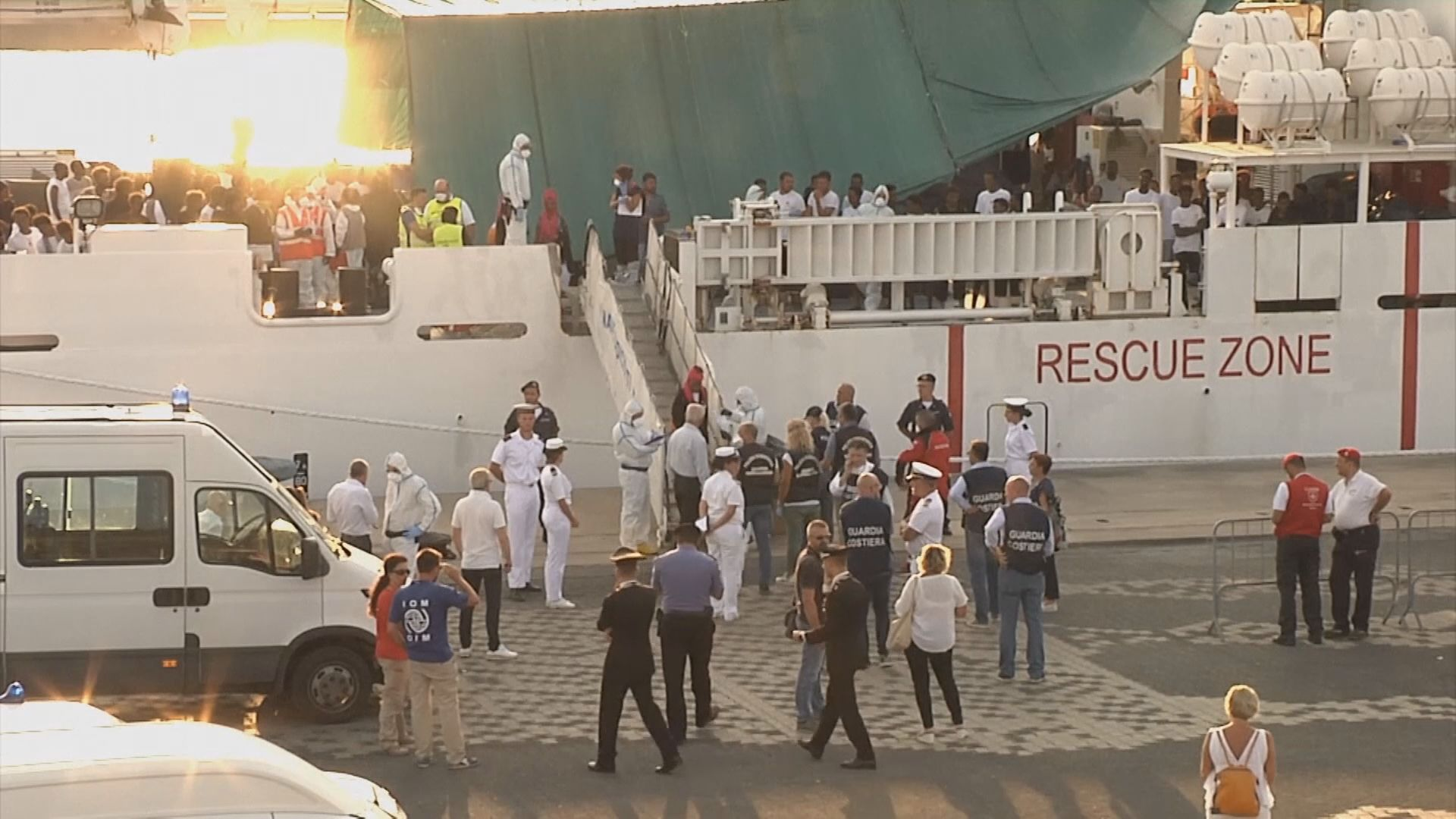 滯留意大利船艦難民獲准上岸