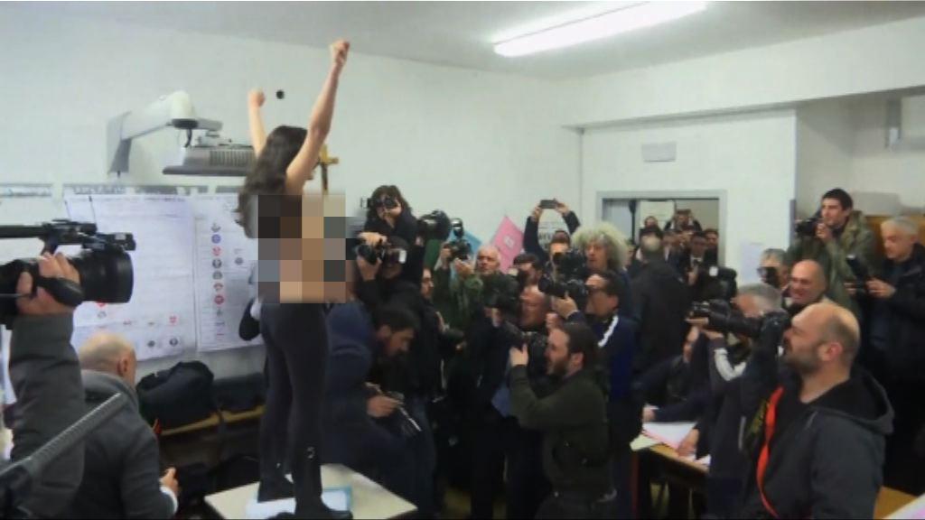 意大利前總理投票遇民眾示威