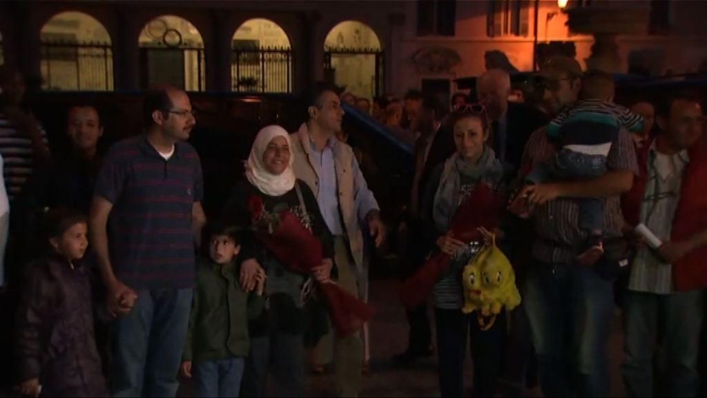 教宗帶同十二名敘利亞難民返意國