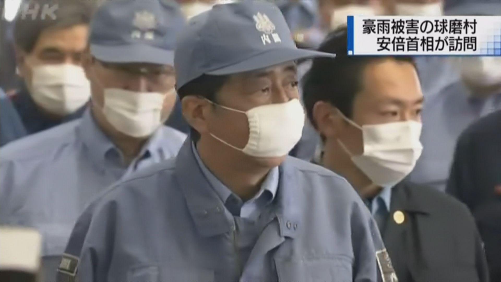 日本雨災持續 安倍到熊本視察雨災災情