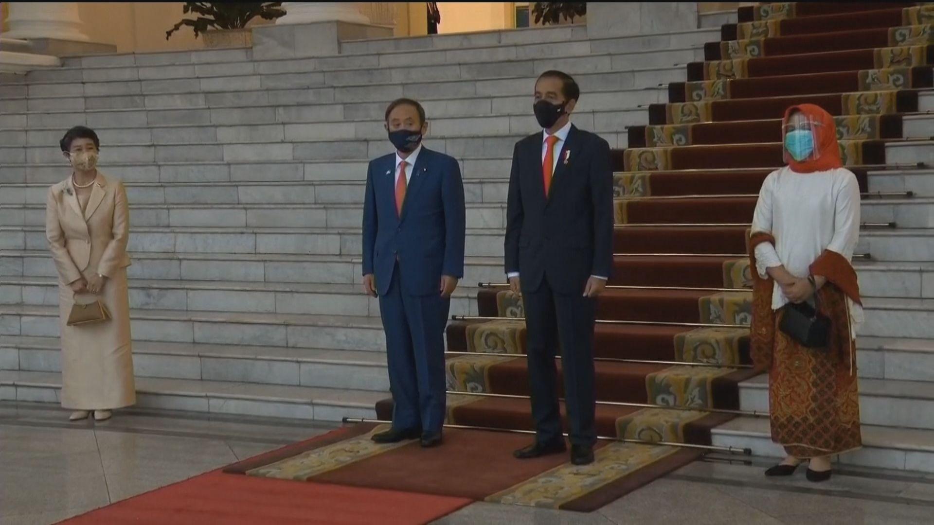 菅義偉抵達印尼訪問會見總統